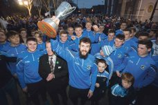 REPRO FREE AIB All Ireland club hurling champions Na Piarsaigh were welcomed home to a public homecoming by Limerick City and County Council on the steps of City Hall, MerchantÕs Quay, Limerick. Na Piarsaigh captain Cathal King and players on the steps of City Hall, MerchantÕs Quay, Limerick. The club was delighted to accept the invitation to thank the people of Limerick for their support as they celebrate bringing the Tommy Moore cup back to the Treaty city for the very first time. Picture Sean Curtin FusionShooters.