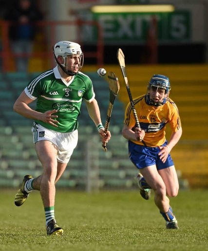 6 April 2016; William O'Meara, Limerick, in action against Ian Murray, Clare. Electric Ireland Munster GAA Hurling Minor Championship, Quarter-Final, Limerick v Clare. Gaelic Grounds, Limerick. Picture credit: Diarmuid Greene / SPORTSFILE